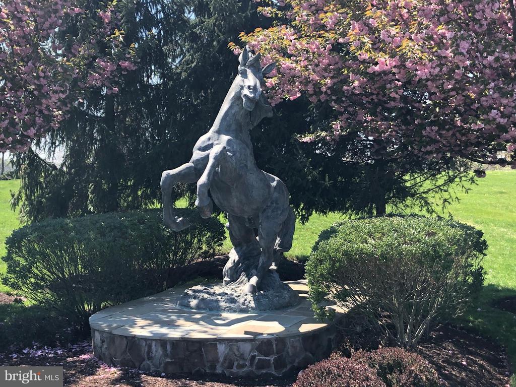 Horse Statue - Community - 11504 PEGASUS CT, UPPER MARLBORO