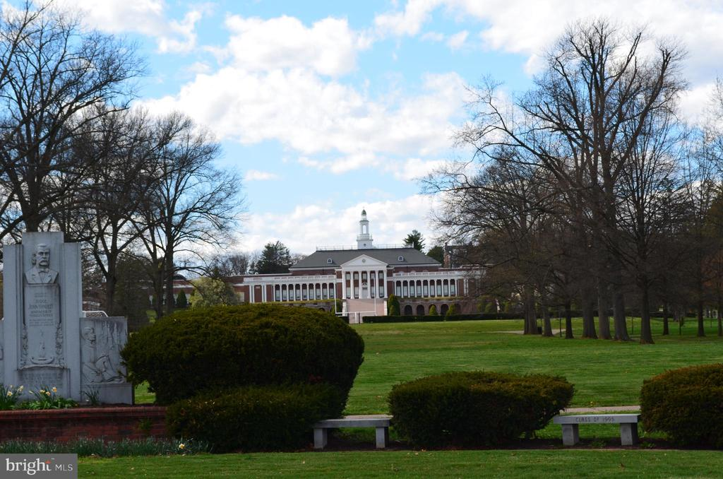 John Handley High School - 1532 MEADOW BRANCH AVE, WINCHESTER
