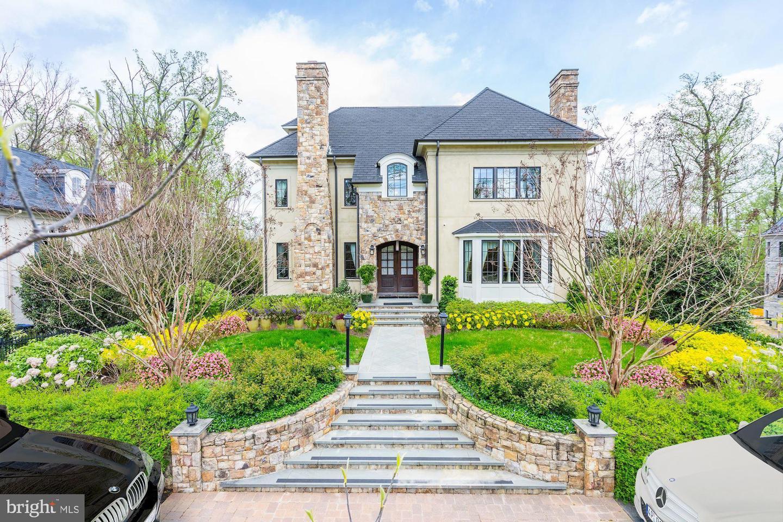 Single Family Homes для того Продажа на Washington, Округ Колумбия 20007 Соединенные Штаты