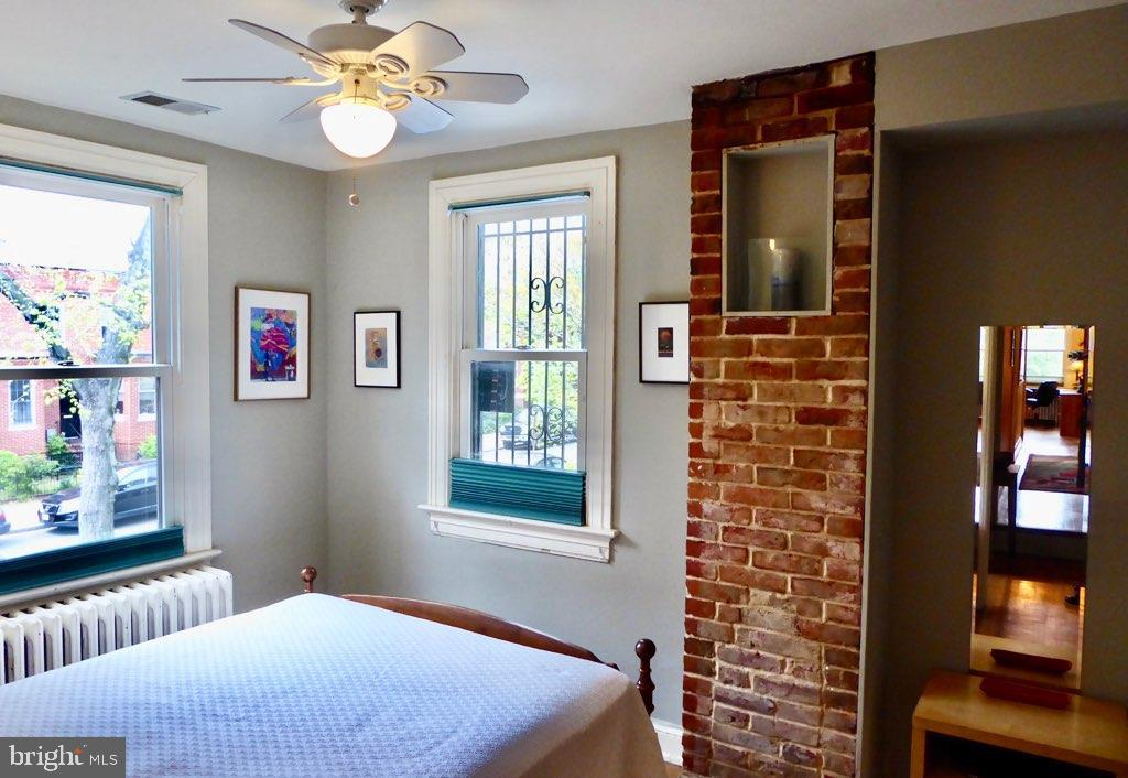 The back bedroom for guests or a kid - 900 SOUTH CAROLINA AVE SE, WASHINGTON
