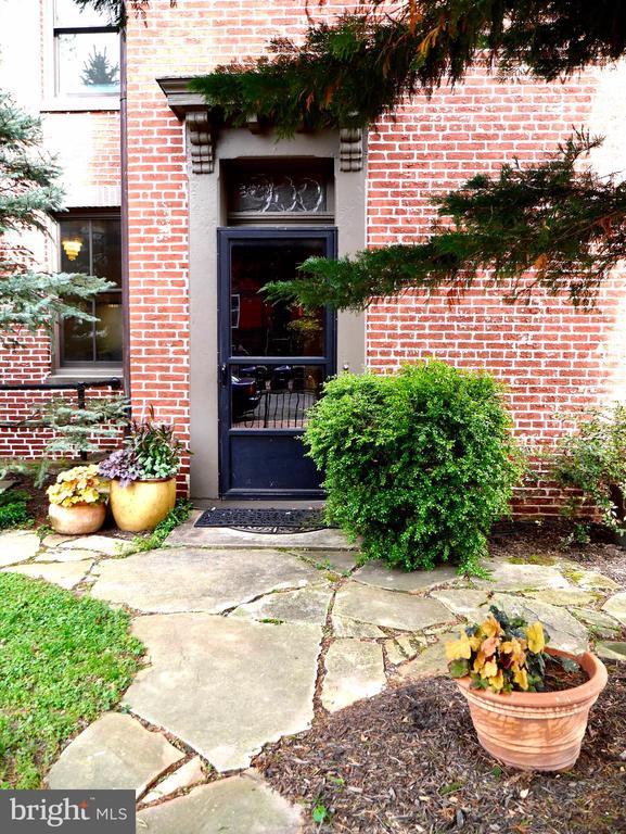 Side entry to home , suggested showing entrance - 900 SOUTH CAROLINA AVE SE, WASHINGTON