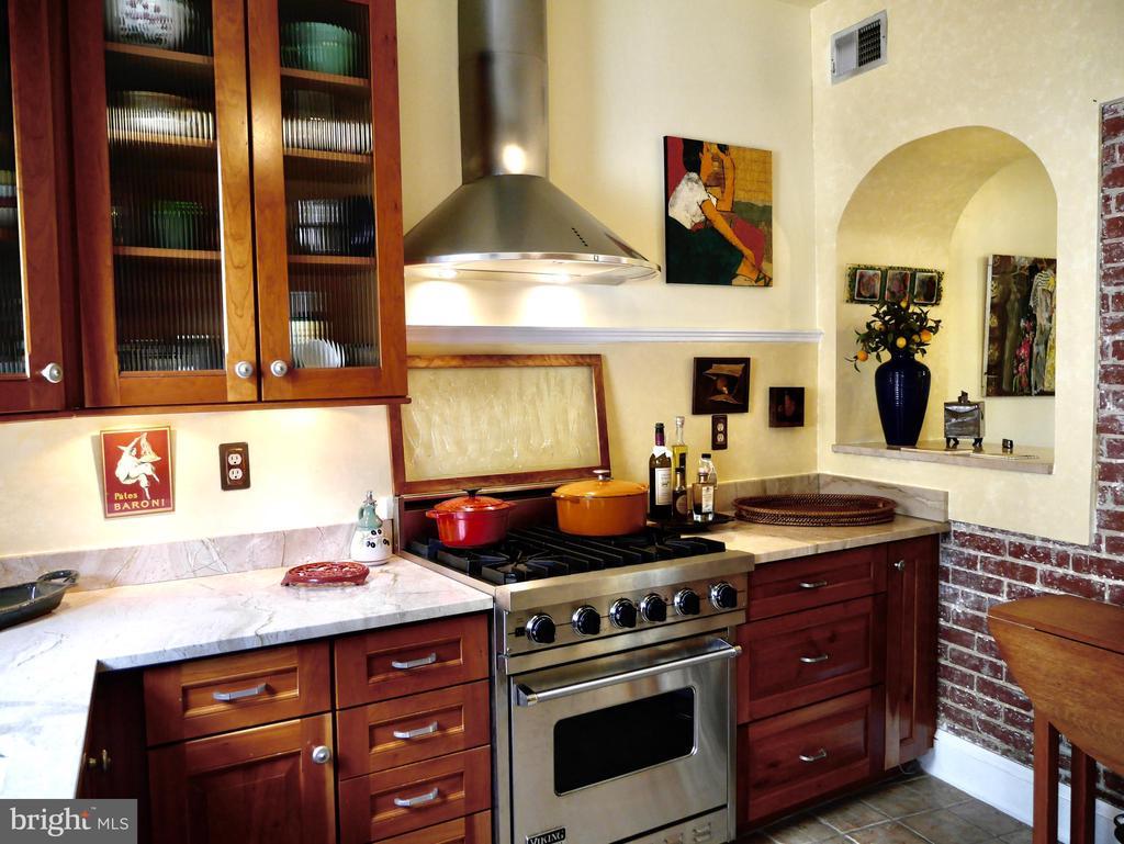 Domed arches enhance conversation &cuisine - 900 SOUTH CAROLINA AVE SE, WASHINGTON