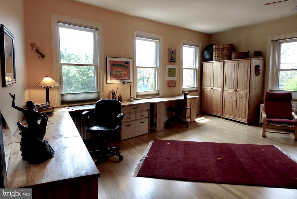 Built in cabinetry conveys with the front bedroom - 900 SOUTH CAROLINA AVE SE, WASHINGTON