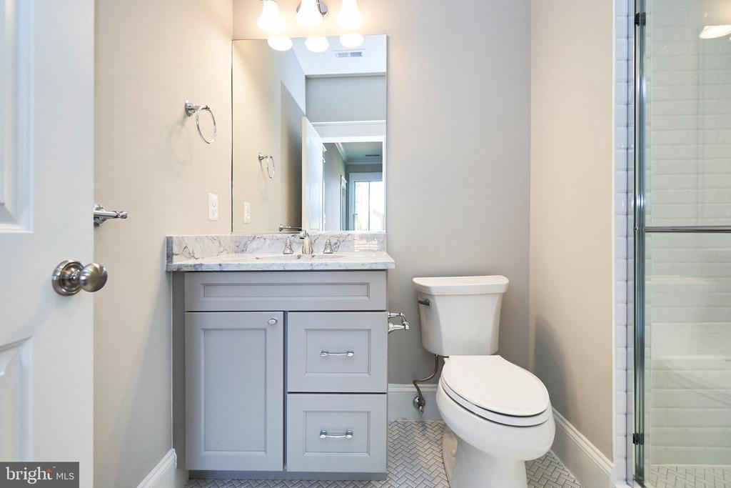 En suite bath #2-Same  model, different location - 4042 21ST ST N, ARLINGTON