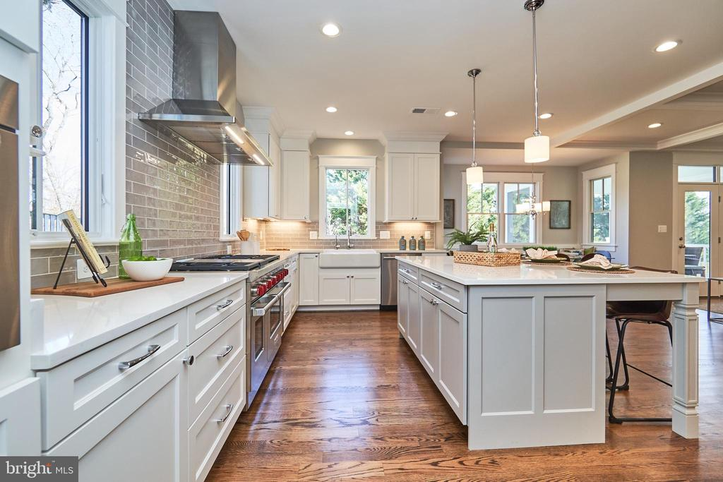 Gourmet kitchen-Same  model, different location - 4042 21ST ST N, ARLINGTON