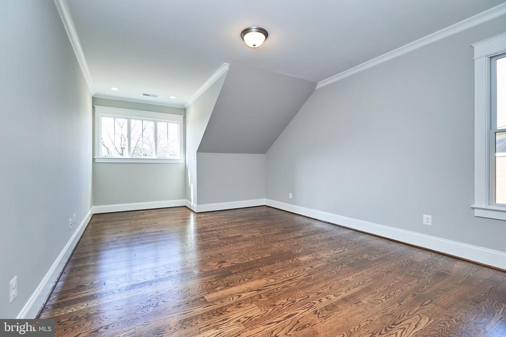En suite BR #2-Same  model, different location - 4042 21ST ST N, ARLINGTON