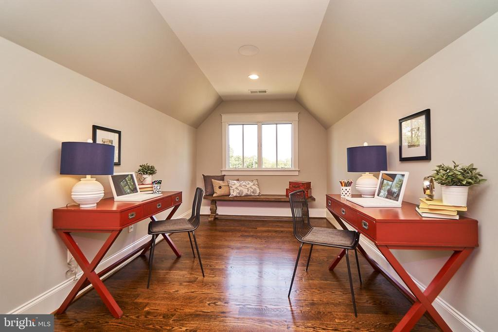 4th floor loft - Same  model, different location - 4042 21ST ST N, ARLINGTON