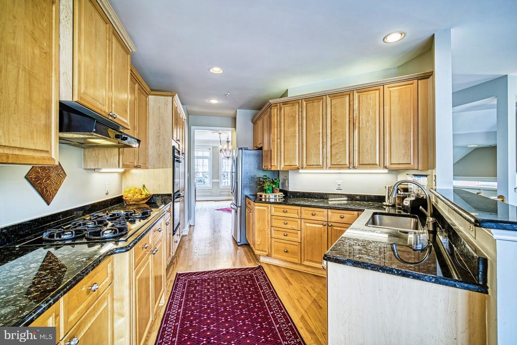 - 12199 CHANCERY STATION CIR, RESTON