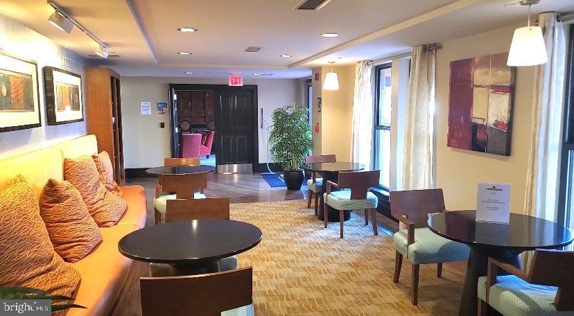 Lounge area - 777 7TH ST NW #518, WASHINGTON