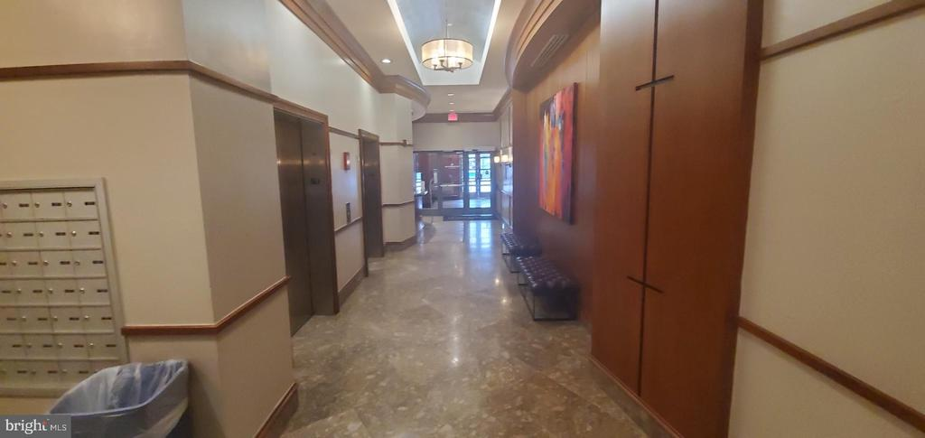 2  Residence  elevators - 777 7TH ST NW #518, WASHINGTON