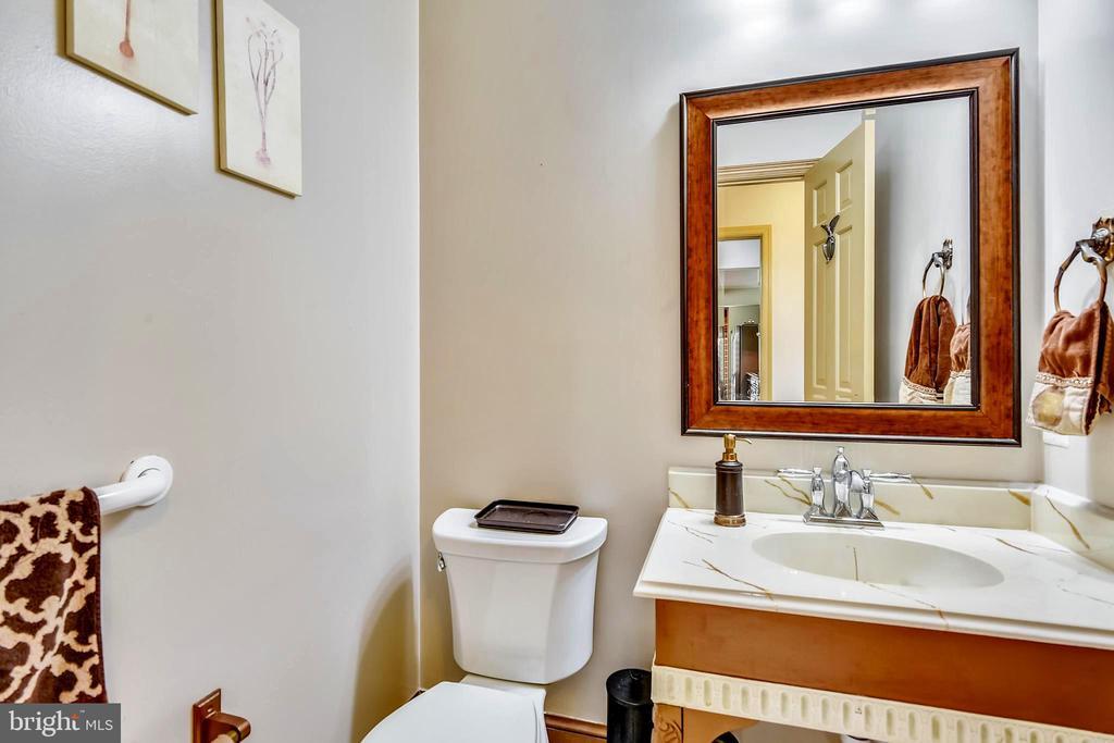 Main Floor Powder Room - 14660 SENECA RD, DARNESTOWN