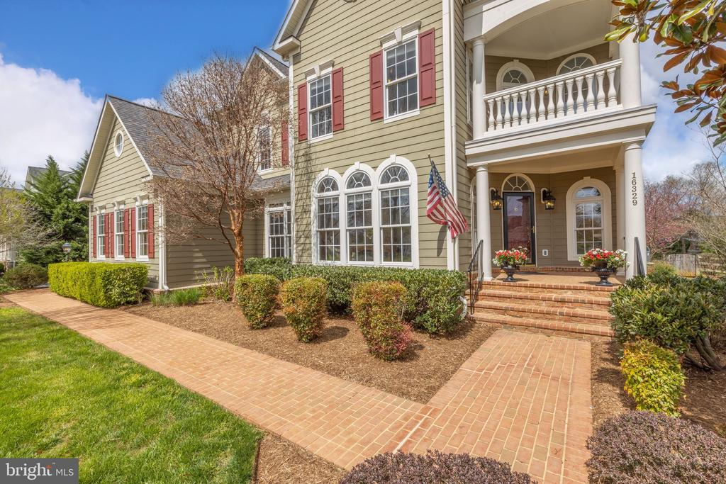 Covered Front Porch - 16329 LIMESTONE CT, LEESBURG