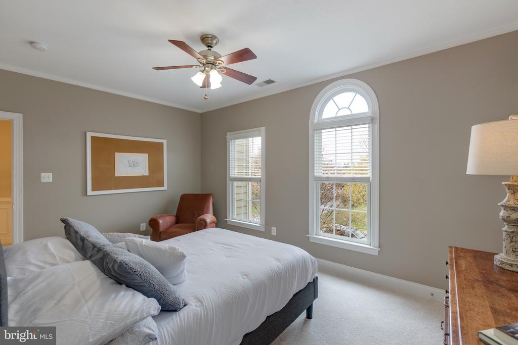 Upper Level Bedroom with Ensuite Bath - 16329 LIMESTONE CT, LEESBURG