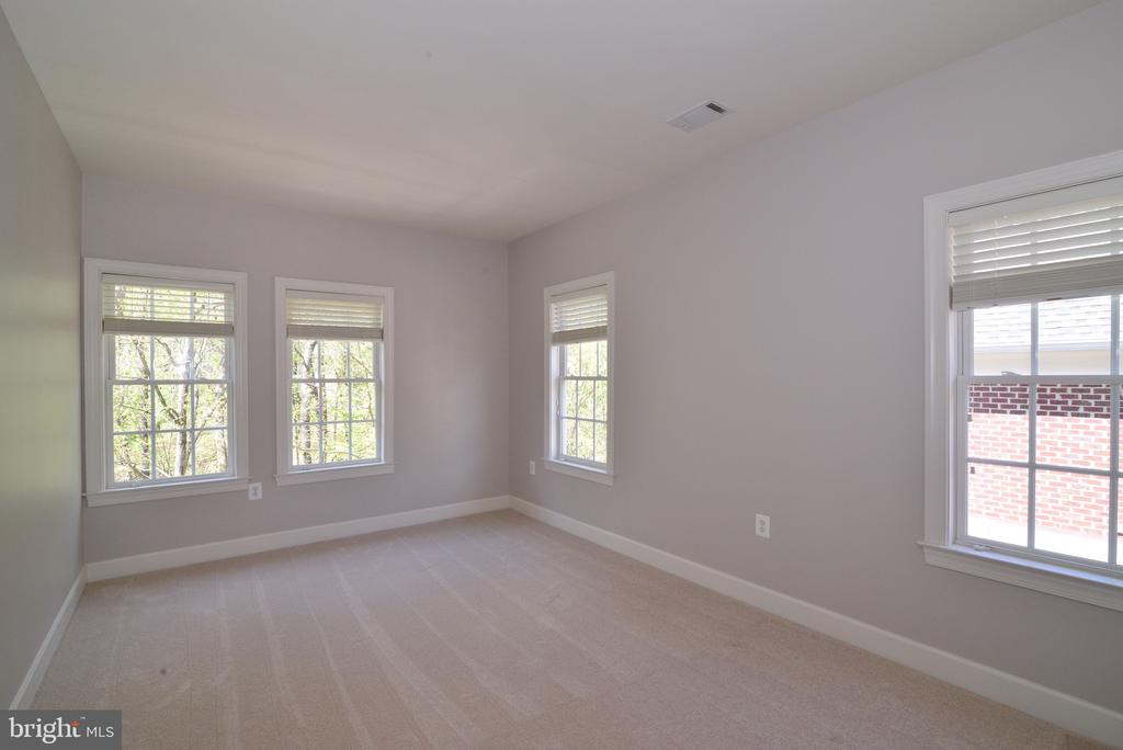 Light Filled Master Suite Sitting Room. - 18229 CYPRESS POINT TER, LEESBURG
