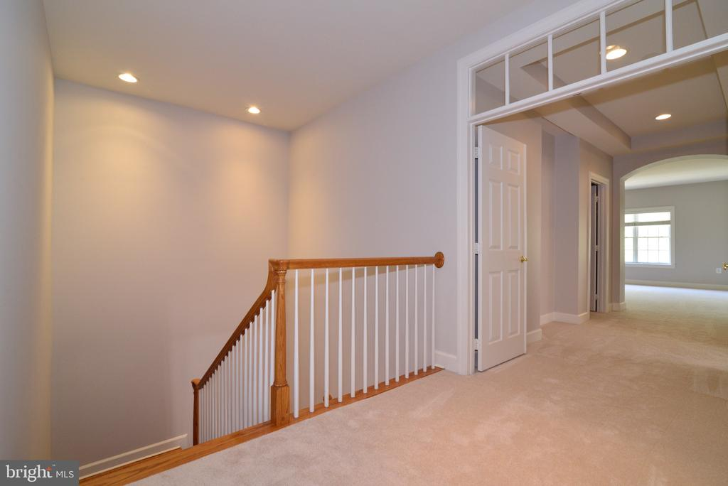 Upper Level Landing Leading to Master Suite. - 18229 CYPRESS POINT TER, LEESBURG