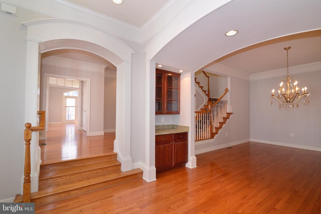 Architectural Arches Throughout Home. - 18229 CYPRESS POINT TER, LEESBURG