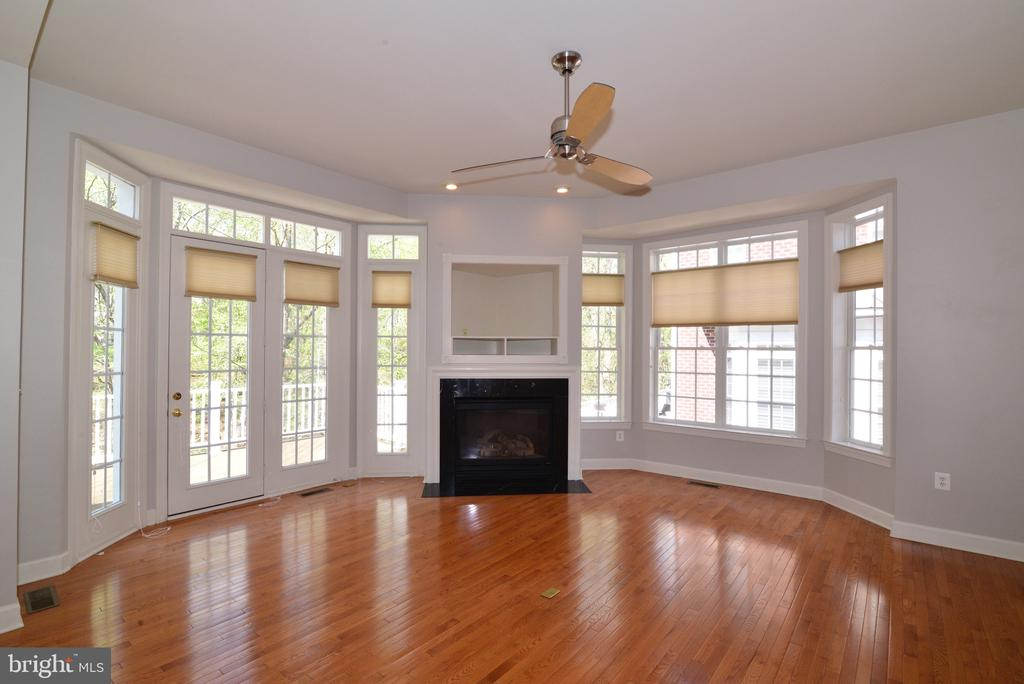 Curved Wall of Windows in Family Room. - 18229 CYPRESS POINT TER, LEESBURG