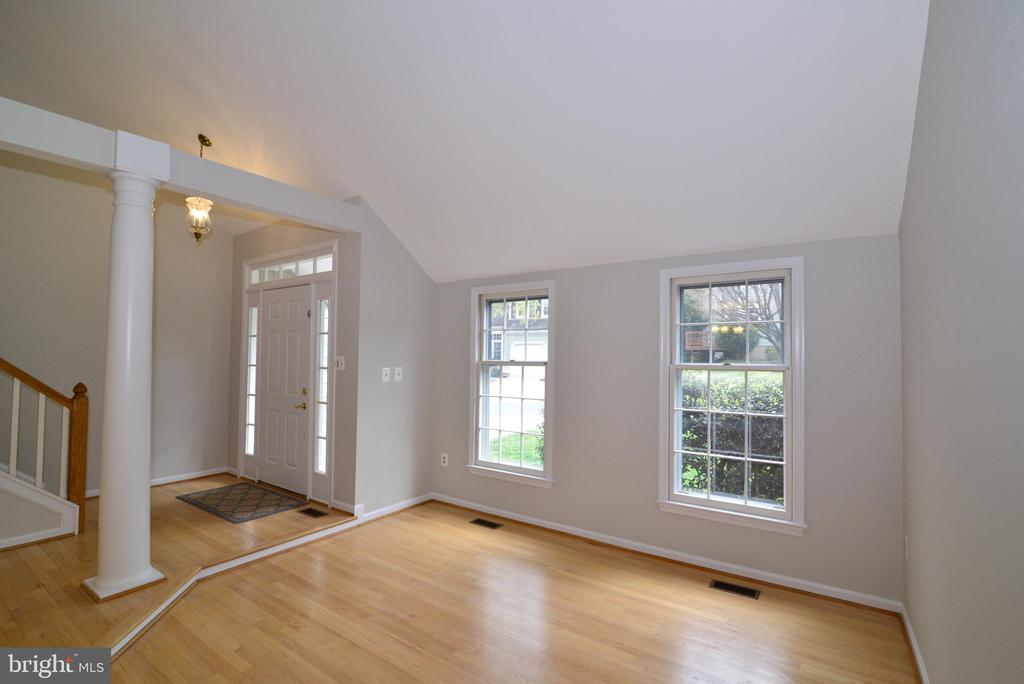 Living Room - vaulted ceilings - 11612 OLD BROOKVILLE CT, RESTON