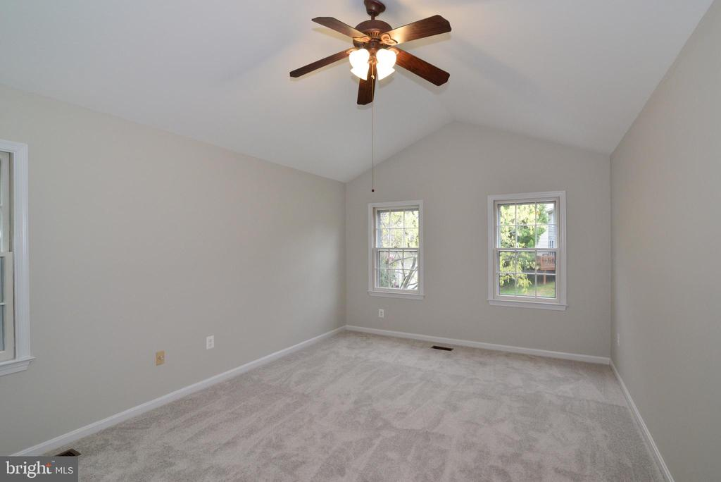 Master Bedroom with Cathedral Ceiling - 11612 OLD BROOKVILLE CT, RESTON