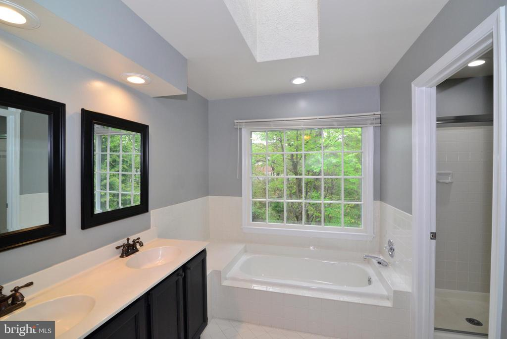 Master Bath with Soaking Tub - 11612 OLD BROOKVILLE CT, RESTON