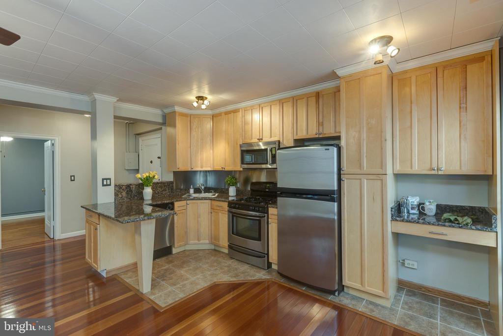 Large kitchen with ample storage - 2100 19TH ST NW #604, WASHINGTON