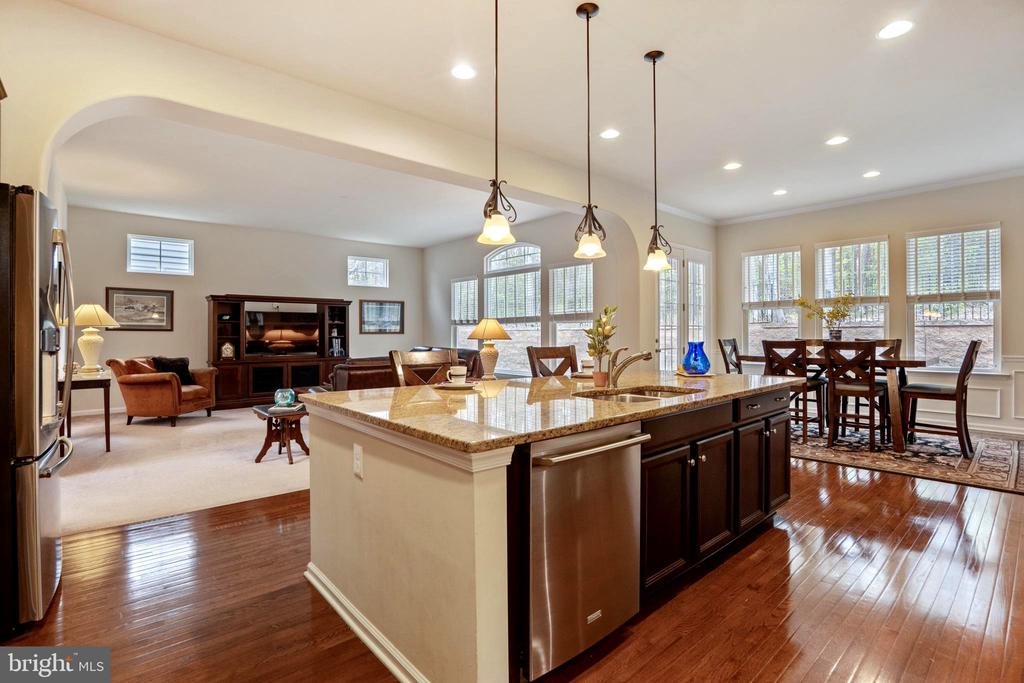 Kitchen opens to family room - 17 WAGONEERS LN, STAFFORD