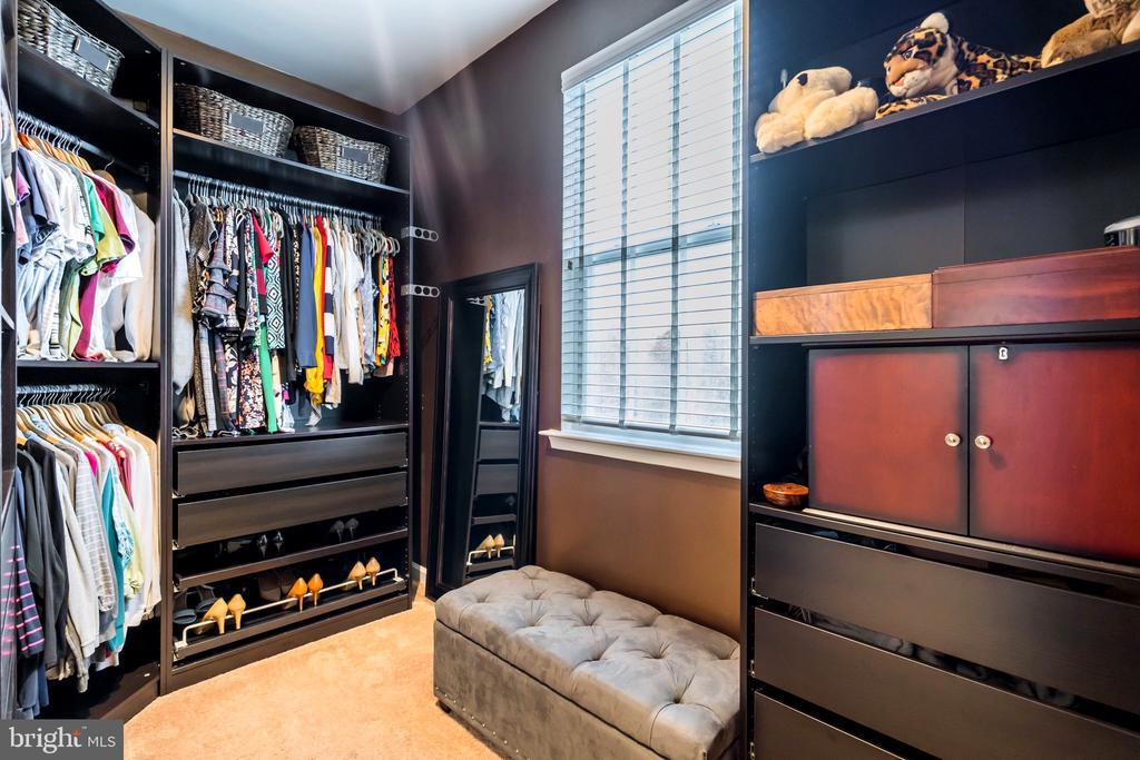 Huge walk-in closet in master - 17 WAGONEERS LN, STAFFORD