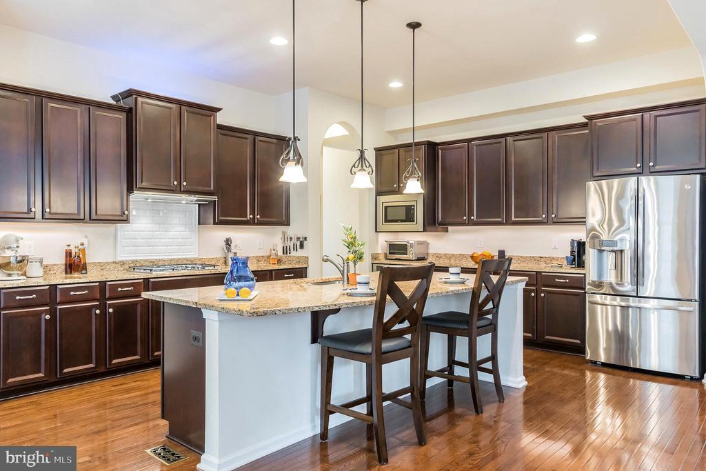 Well-appointed kitchen - 17 WAGONEERS LN, STAFFORD