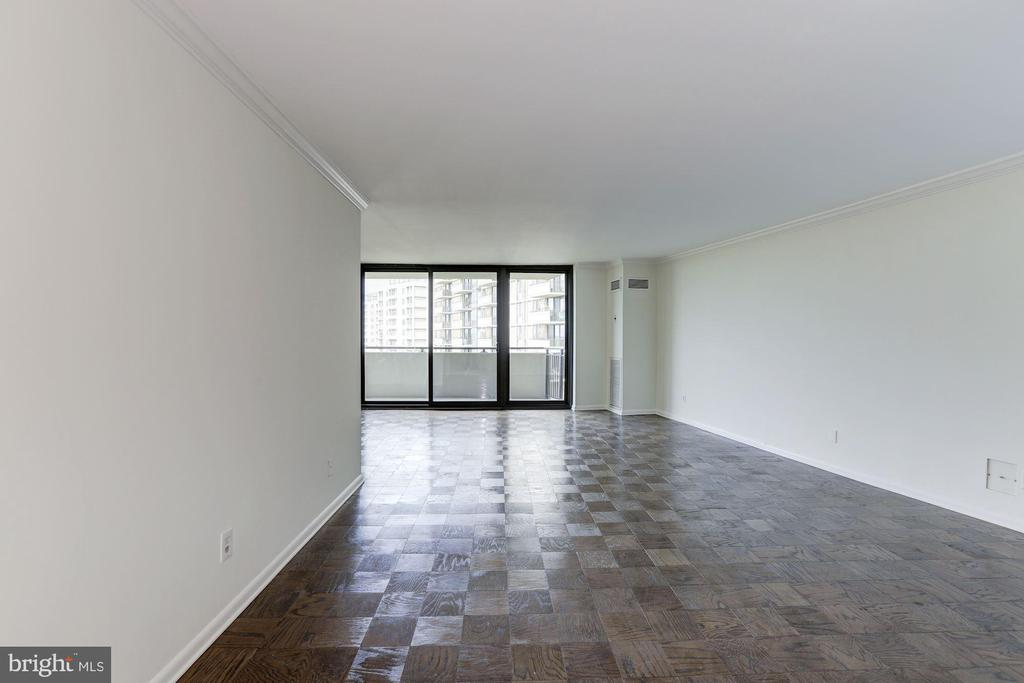 Living Room - 4620 N PARK AVE #1005E, CHEVY CHASE