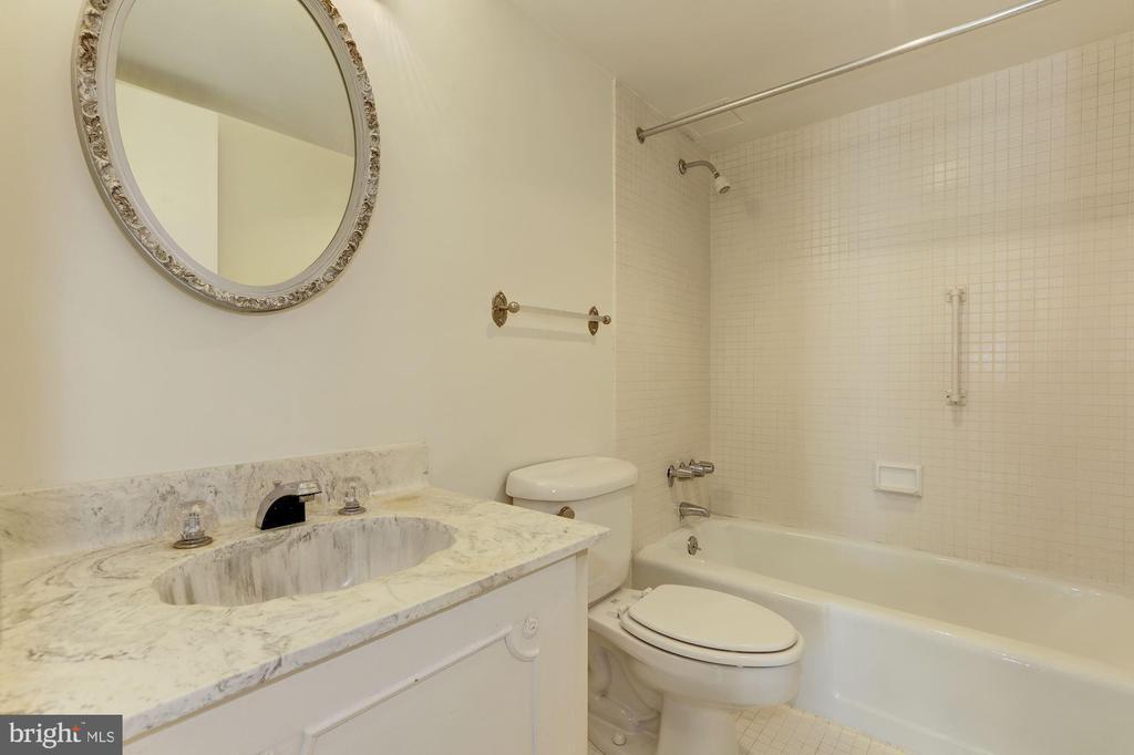 Hall Full Bath - 4620 N PARK AVE #1005E, CHEVY CHASE
