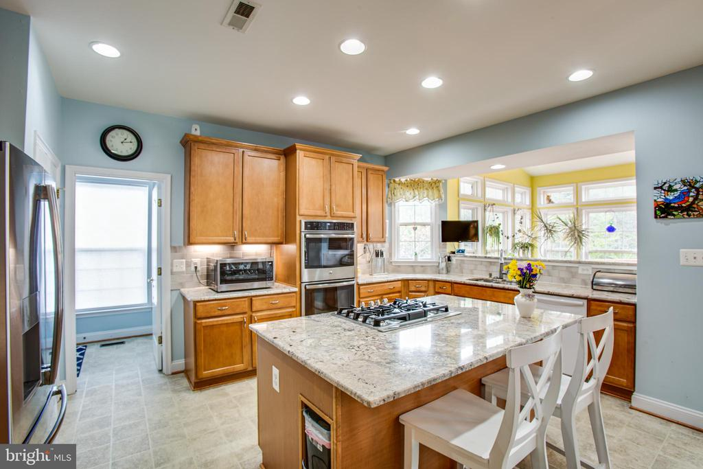 Granite counter tops, double oven - 12504 SINGLE OAK RD, FREDERICKSBURG