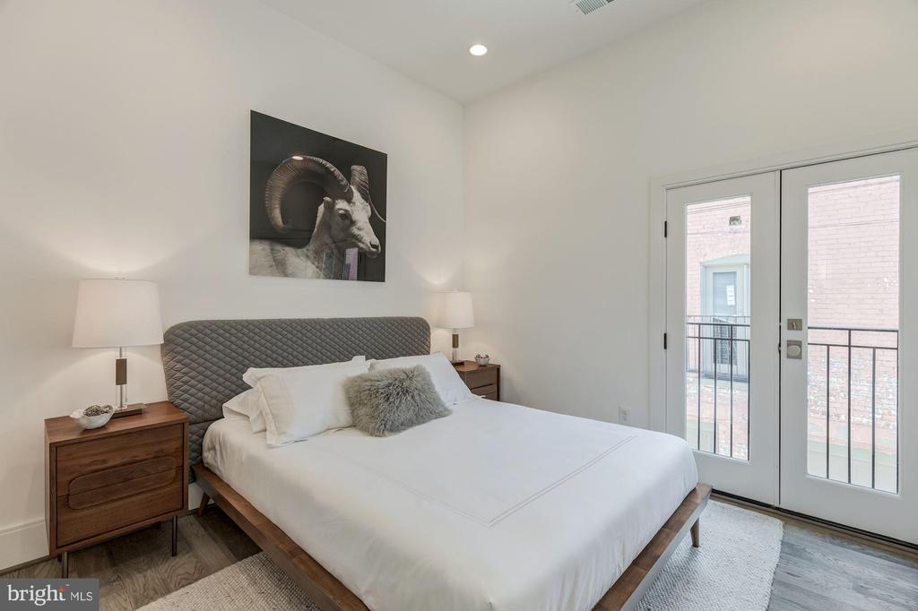 Second Bathroom Suite w/ Juliet Balcony - 17 FREDERICK DOUGLASS CT NE, WASHINGTON