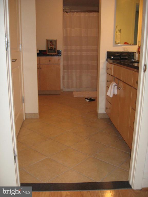 Huge Master Bath area - #504 - 1117 10TH ST NW #504, WASHINGTON