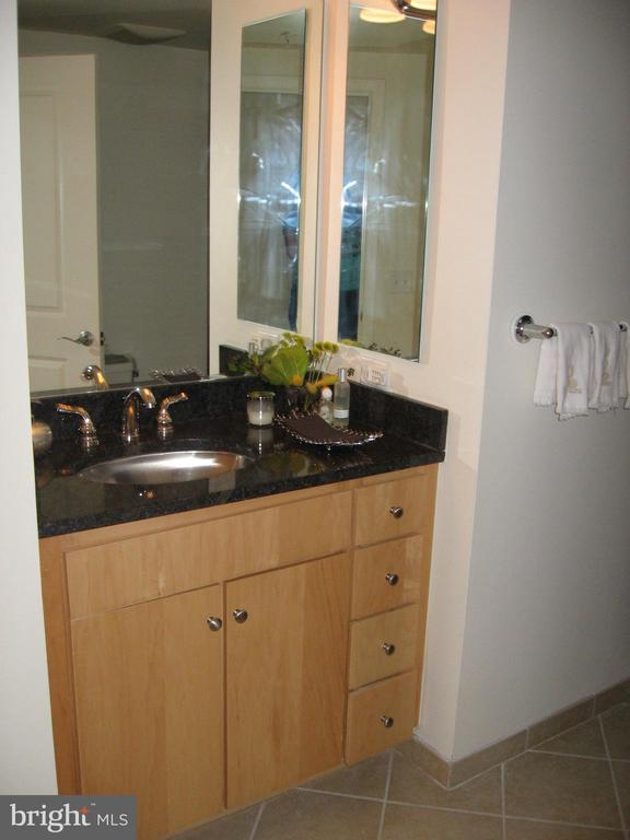 Bathroom - 1117 10TH ST NW #504, WASHINGTON