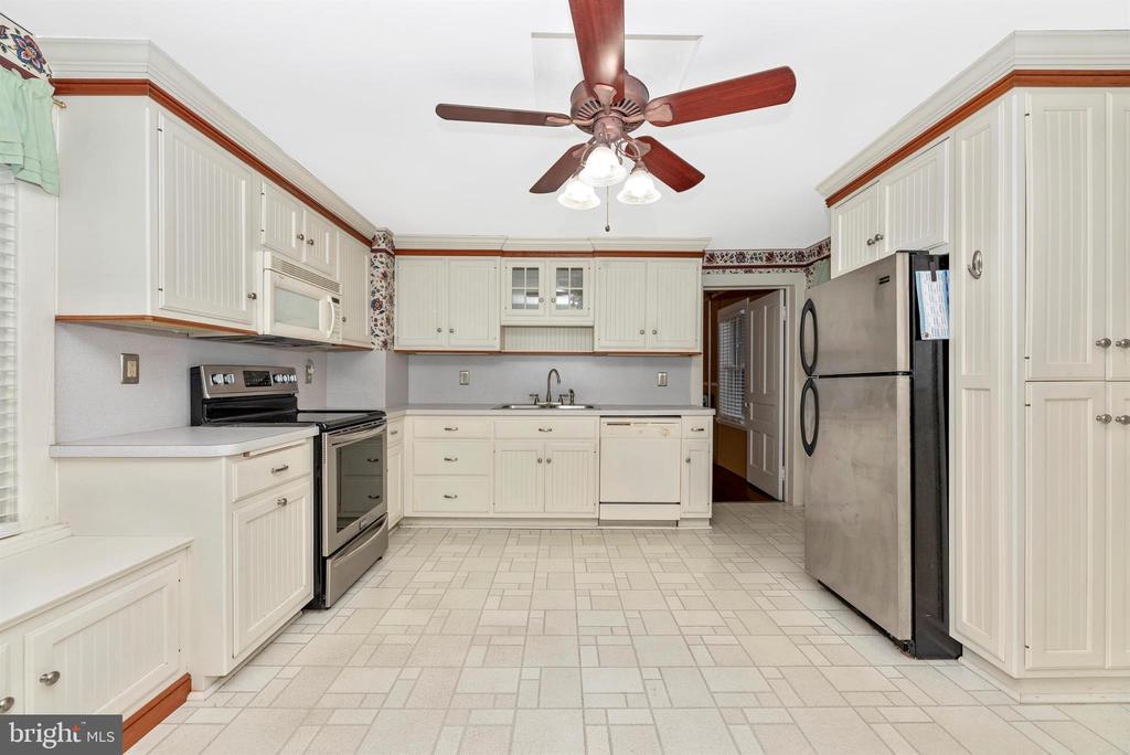 Kitchen with Stainless Steel Range - 116 S JEFFERSON ST, FREDERICK