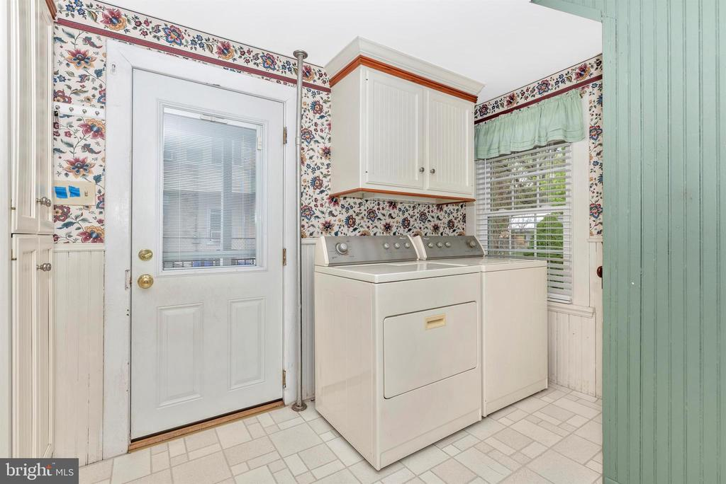 Kitchen with Washer and Dryer - 116 S JEFFERSON ST, FREDERICK