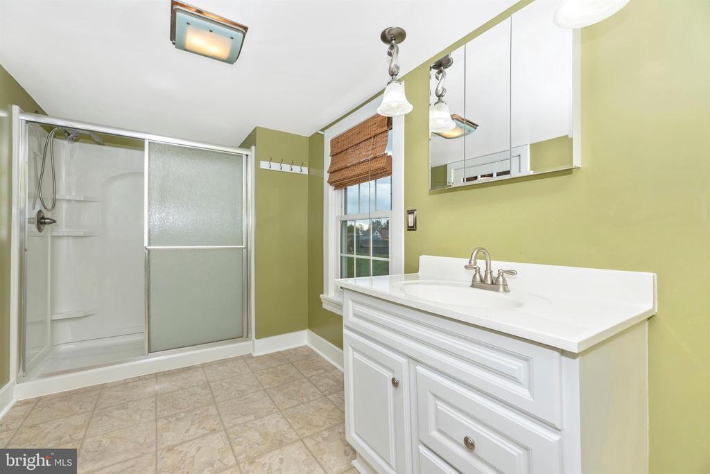 Bathroom with Shower - 116 S JEFFERSON ST, FREDERICK
