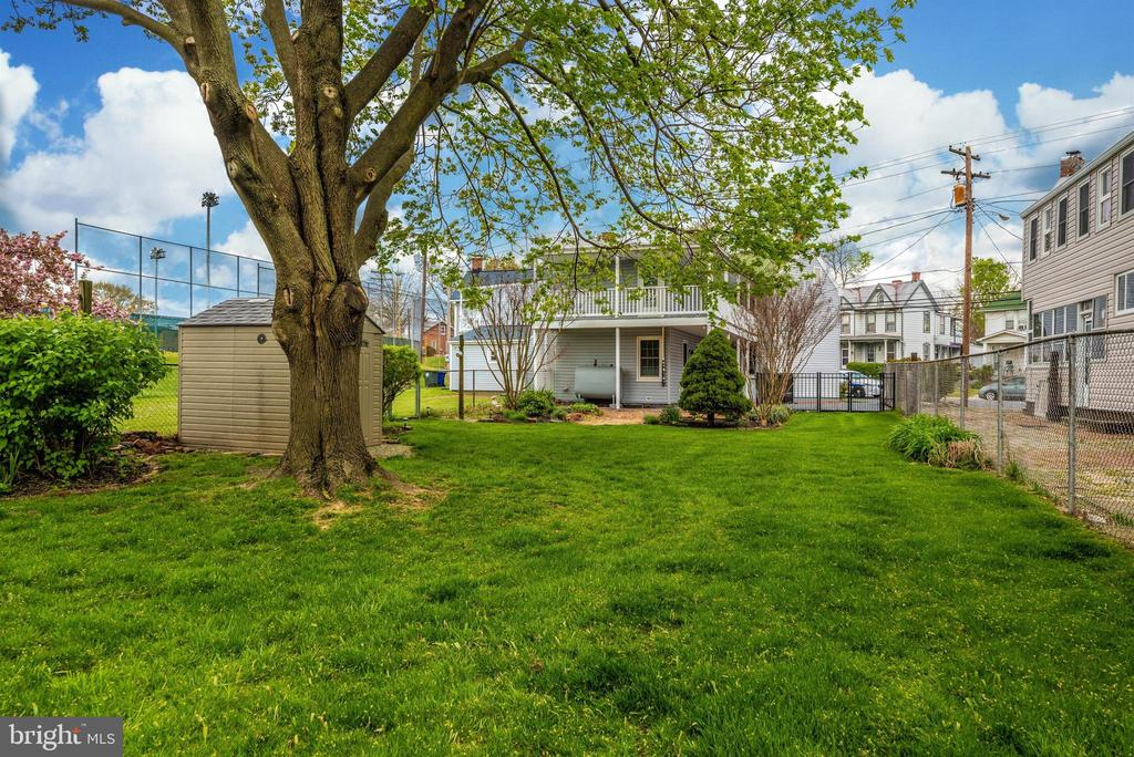 Large fenced Rear yard - 116 S JEFFERSON ST, FREDERICK