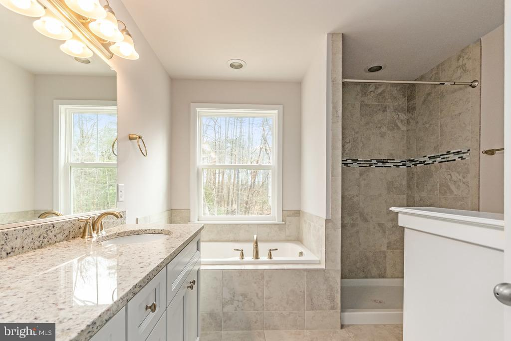 Master Suite - Your Private Oasis - 278 ANDERSON RD, FREDERICKSBURG