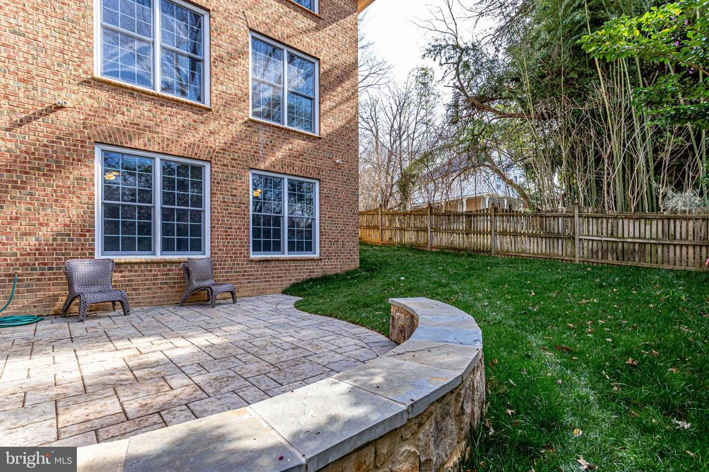 Patio in rear of house - 2700 BEECHWOOD PL, ARLINGTON