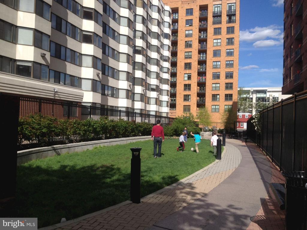 Well maintained park next to building - below #504 - 1117 10TH ST NW #504, WASHINGTON