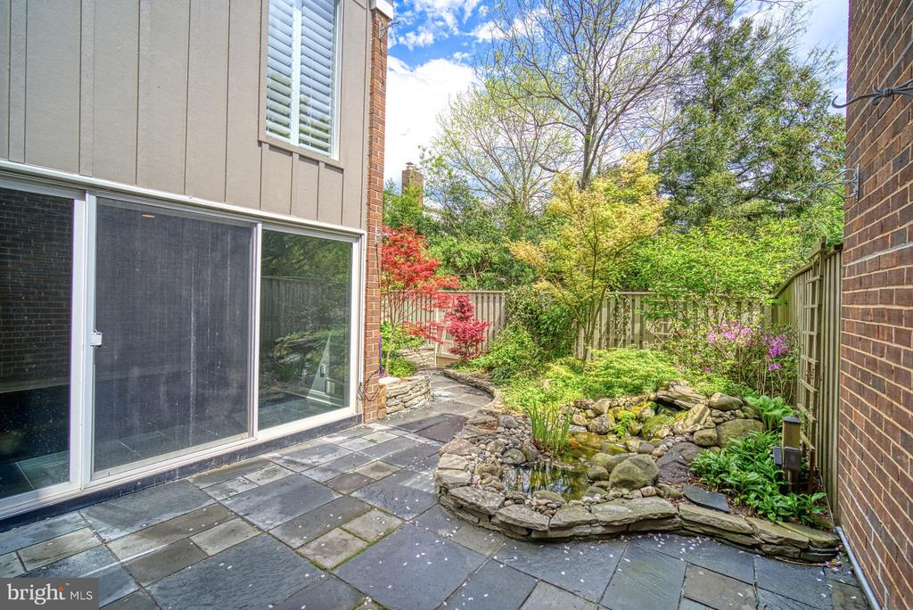 Private Patio with Professional Landscaping - 11338 LINKS DR, RESTON