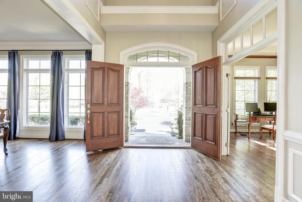 View front inside the spacious foyer - 40989 GRENATA PRESERVE PL, LEESBURG