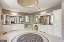Master bath with tons of cabinets - 40989 GRENATA PRESERVE PL, LEESBURG