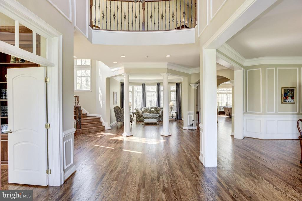 Foyer view into the living room - 40989 GRENATA PRESERVE PL, LEESBURG