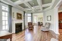Keeping room with coffered ceiling - 40989 GRENATA PRESERVE PL, LEESBURG