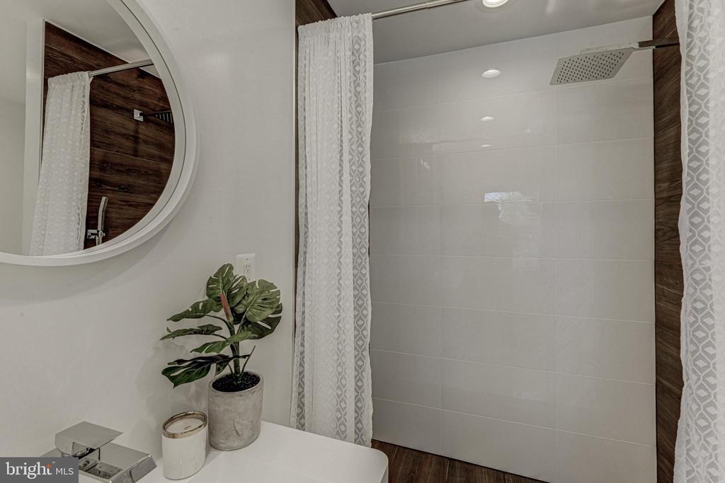 Master Bathroom - 3701 SOUTH DAKOTA AVE NE, WASHINGTON