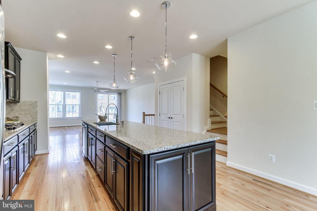 ... with on-trend finishes & bountiful work spaces - 3160 VIRGINIA BLUEBELL CT, FAIRFAX