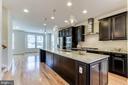 ... leads upstairs to an open floor plan ... - 3160 VIRGINIA BLUEBELL CT, FAIRFAX