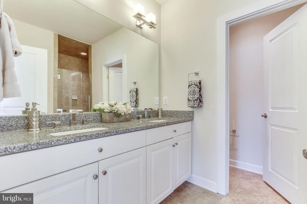 ... a water closet and ... - 3160 VIRGINIA BLUEBELL CT, FAIRFAX
